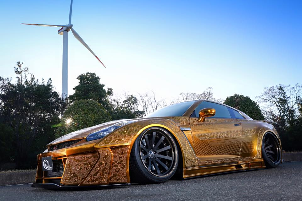 Kuhl Racing S Crazy Gold Chrome Nissan Gt R Poses In First