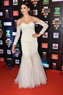 Urvashi Rautela in Mesmerizing White Sleeveless Gown at a Function Spicy Stunning Pics April 2017