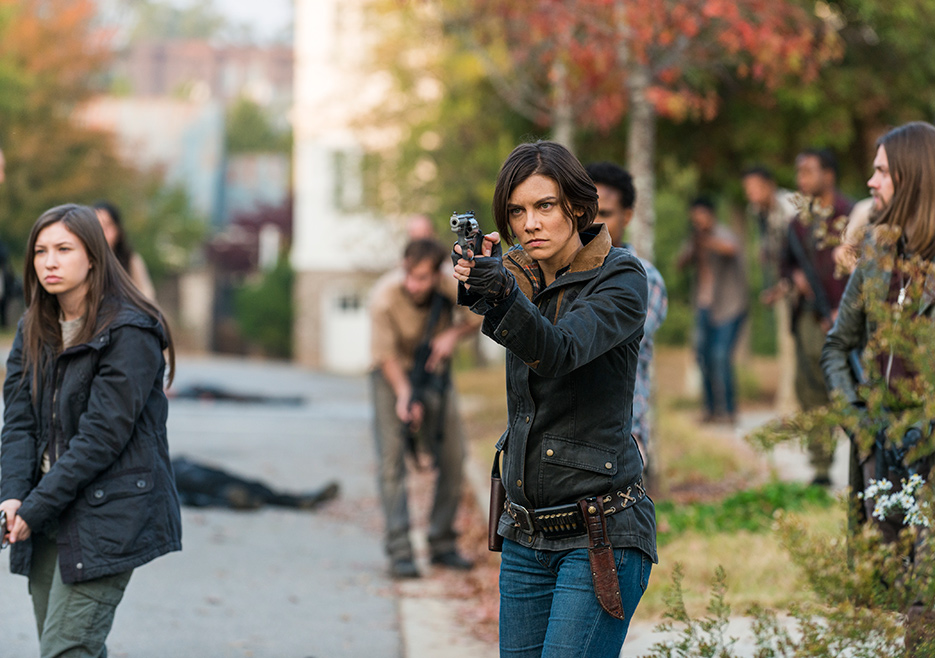 Maggie e Enid en la Season Finale de la temporada siete de The Walking Dead