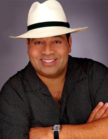 Foto de Tito Nieves con sombrero