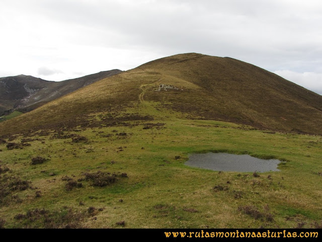 Ruta Alto Aristebano, Estoupo, Capiella Martín: Camino al la Capiella Martín.