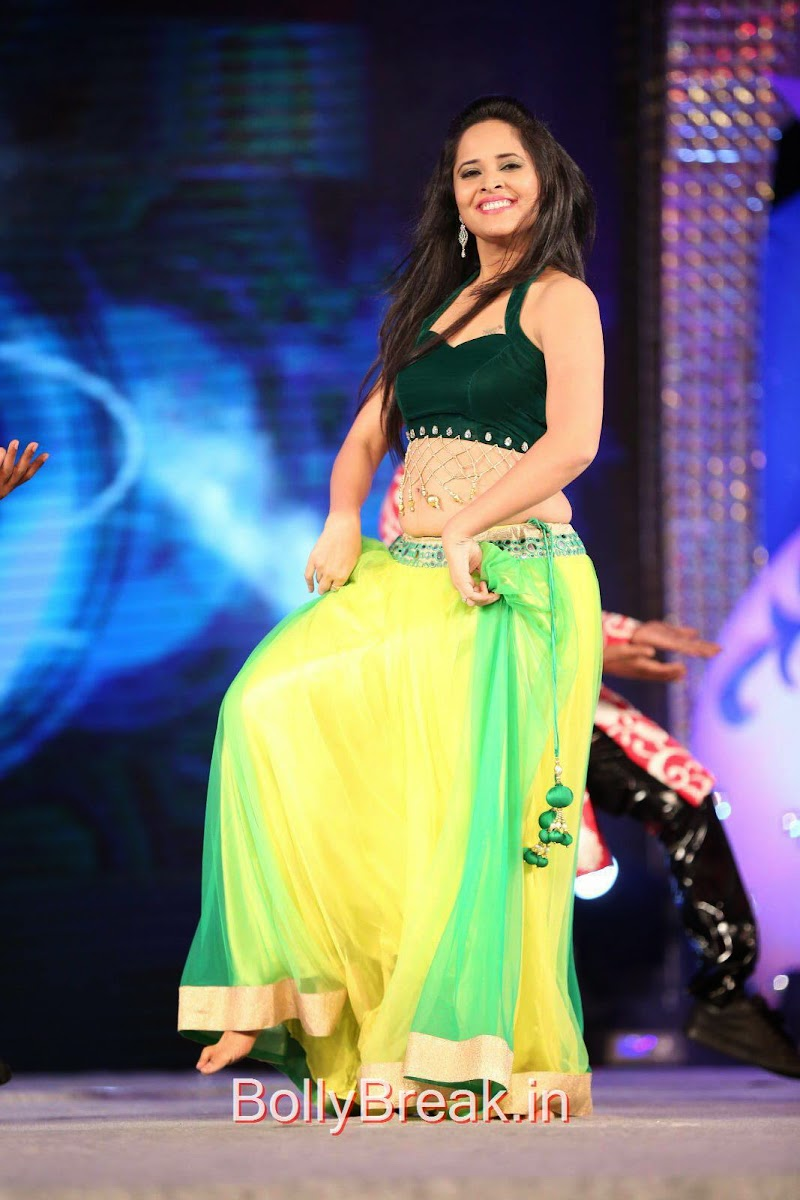 Anasuya Pics in Green and Yellow Dress