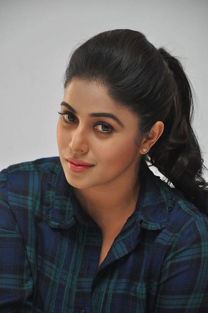 actress poorna at Jayammu nischayammura movie promotions