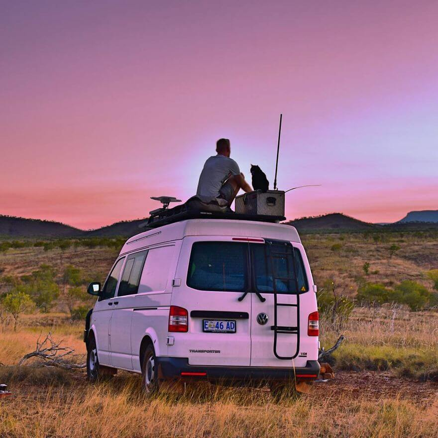 A Guy Quit His Job And Sold Everything 3 Years Ago To Travel With His Cat Willow In A Campervan