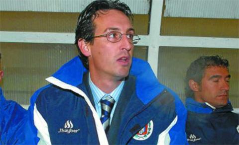 Vào năm 2004, Emery nhận vai trò làm HLV VÀ dẫn dắt luôn đội bóng của mình là Lorca Deportiva