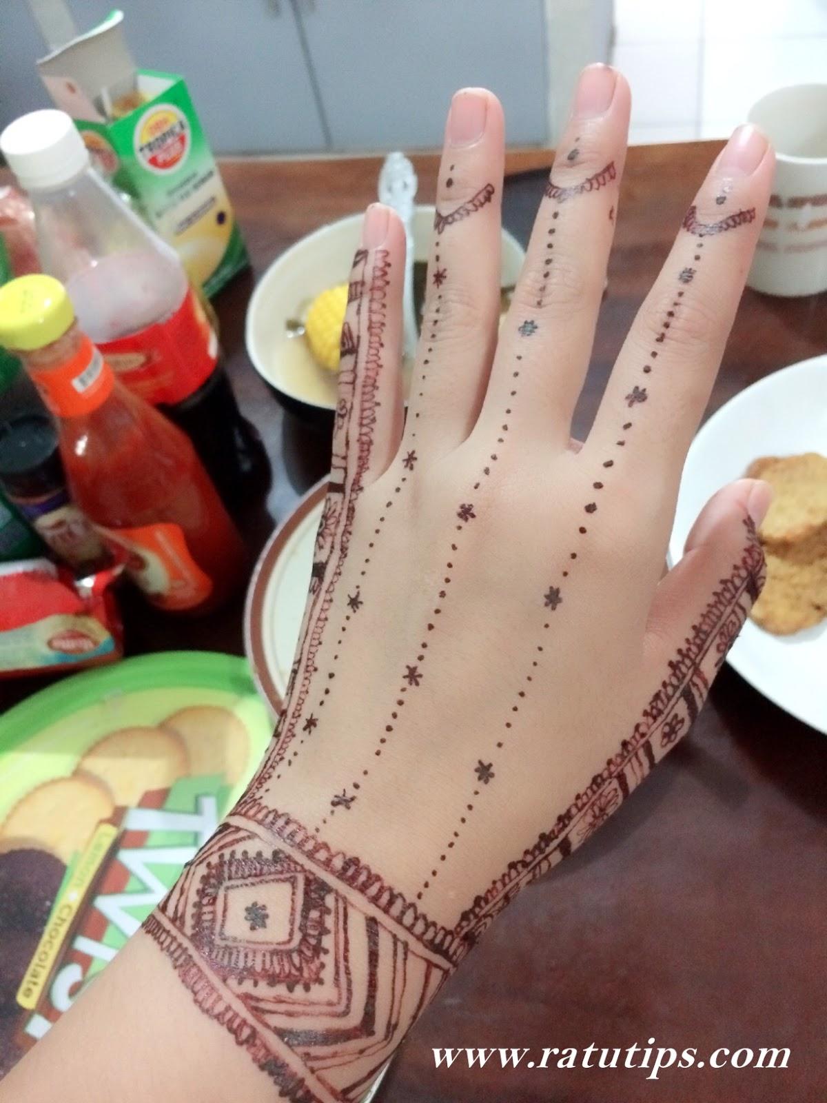 Gambar Membuat Henna : gambar, membuat, henna, Mudah, Membuat, Henna, Rumah, Tanpa, Harus, Salon, Kecantikan, Ratutips
