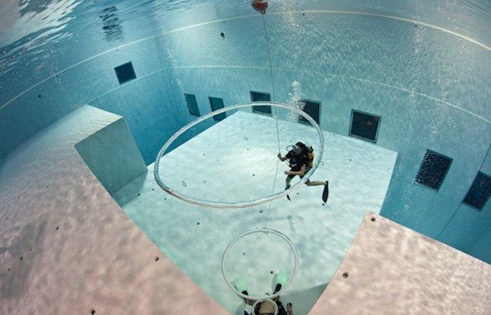 Ngeri! Ini dia Kolam Renang Paling Dalam di Dunia, Nyaris 50 Meter