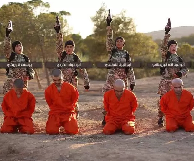 Vídeo do Estado Islâmico exibe crianças executando prisioneiros