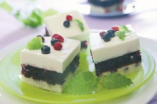 Sluoksniuotas pyragas su mėlynėmis