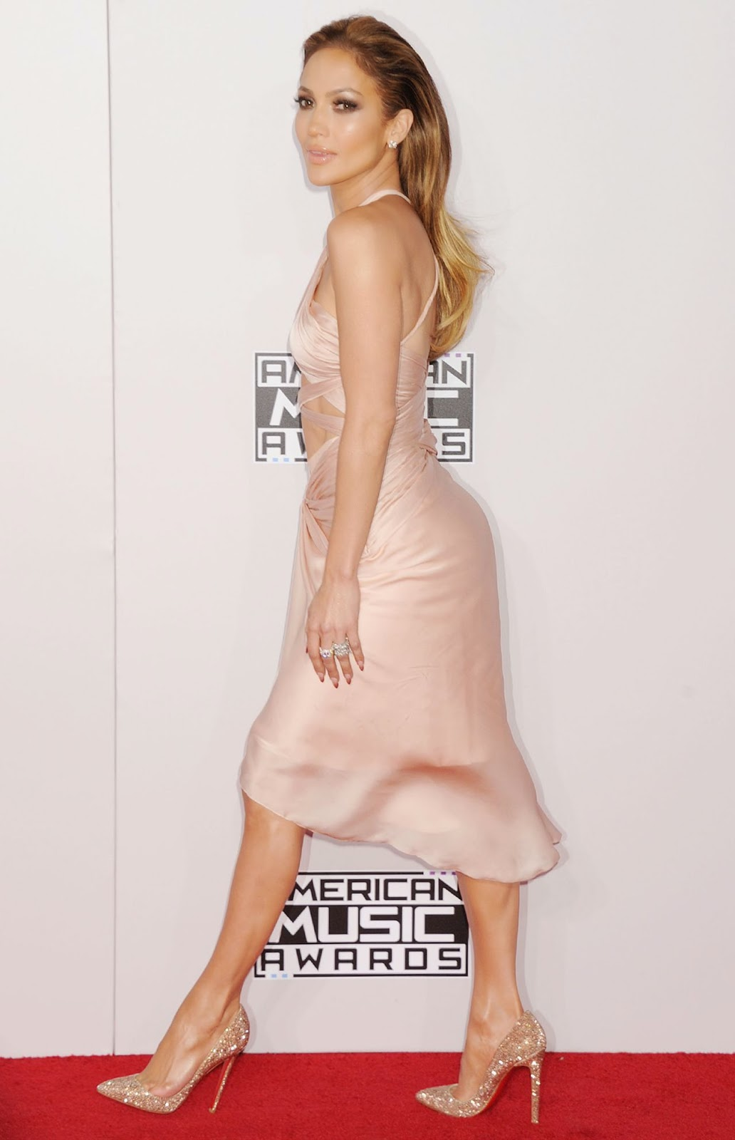 Jennifer Lopez and Iggy Azealas Booty performance steals