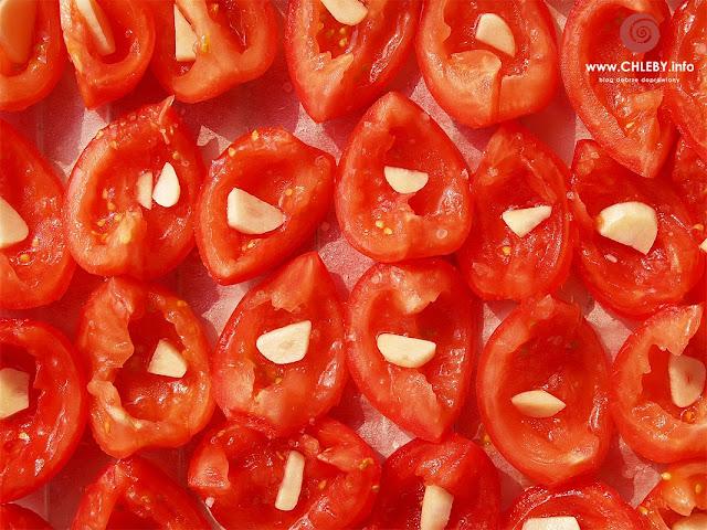 Pomidory suszone w słońcu