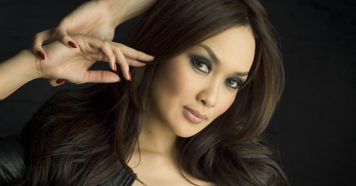 Model Hot Bugil Indonesia: Foto Seksi Sara Wijayanto Di Majalah FHM