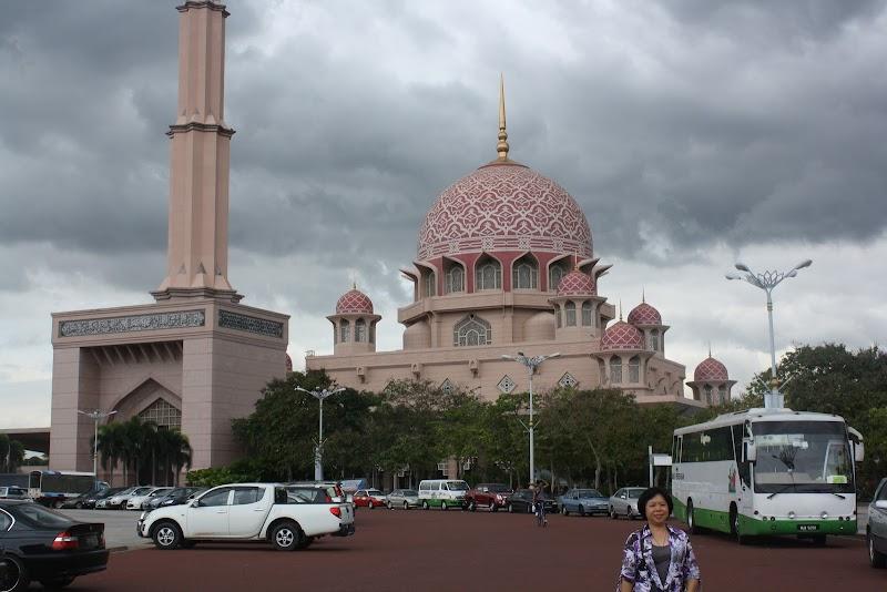 MASJID MERAH MUDA (Mengunjungi Masjid Putra)