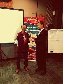 Salah satu peserta seminar (under kami) mendapat ucapan selamat dari mentor kami En Mohd Zulkifli Safie (Triple Star Mater Dealer)