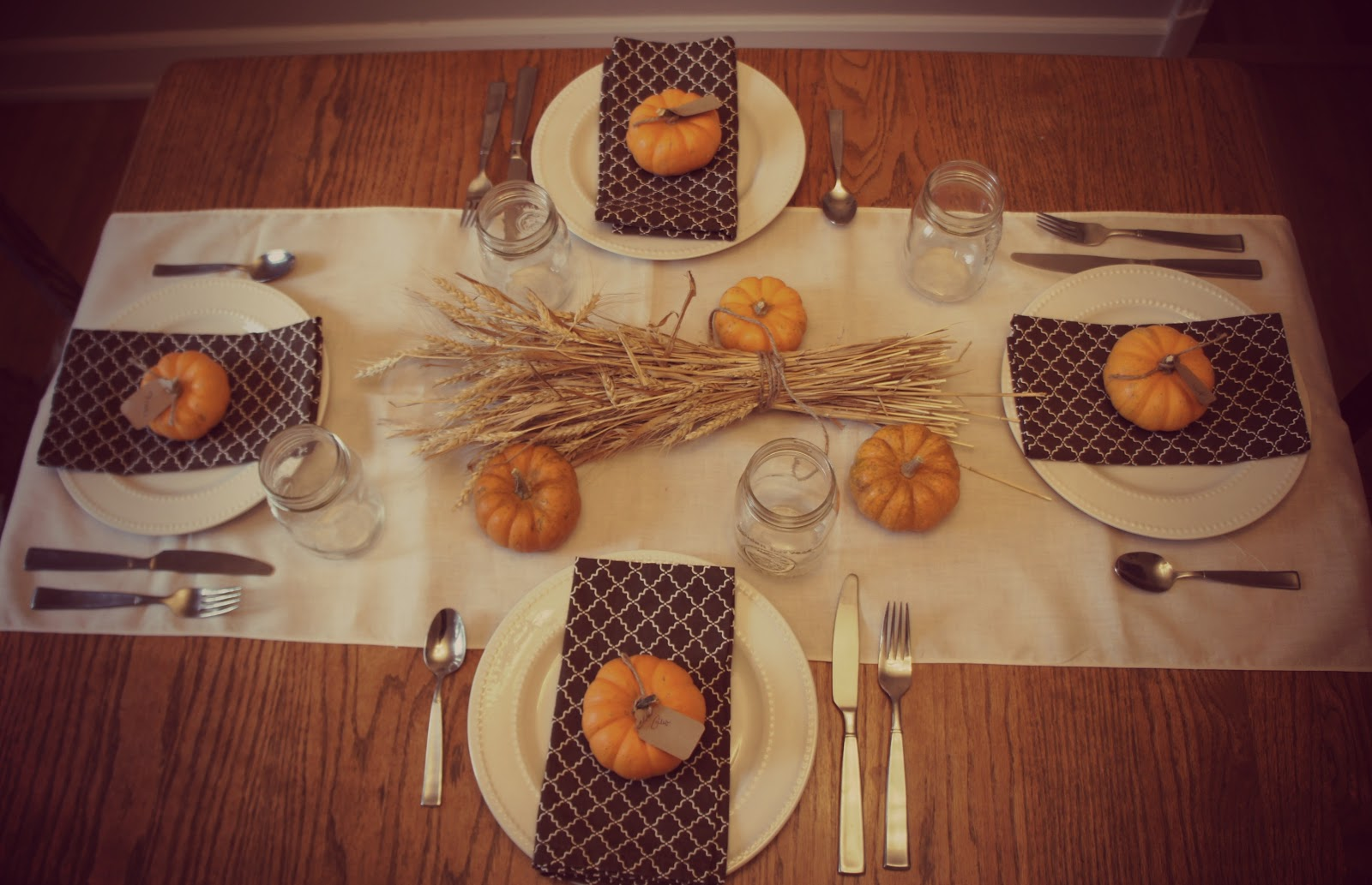 Frugal foodie mama setting a gorgeous thanksgiving table - Thanksgiving dinner table decorations ...