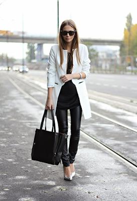 look preto e branco com sapato prateado