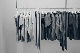 Perchero con ropa