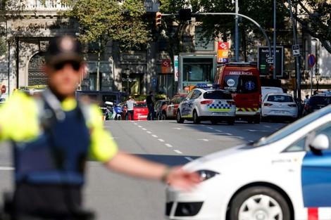 """قتلى وجرحى في """"حادثة برشلونة"""" .. والأمن يرجح هجوما إرهابيا"""
