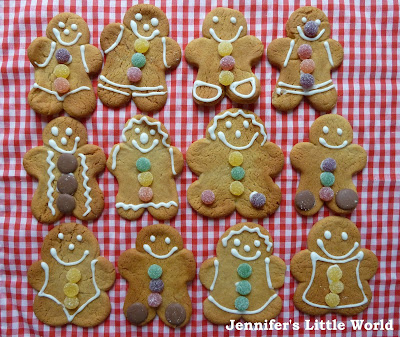 Making gingerbread men with children