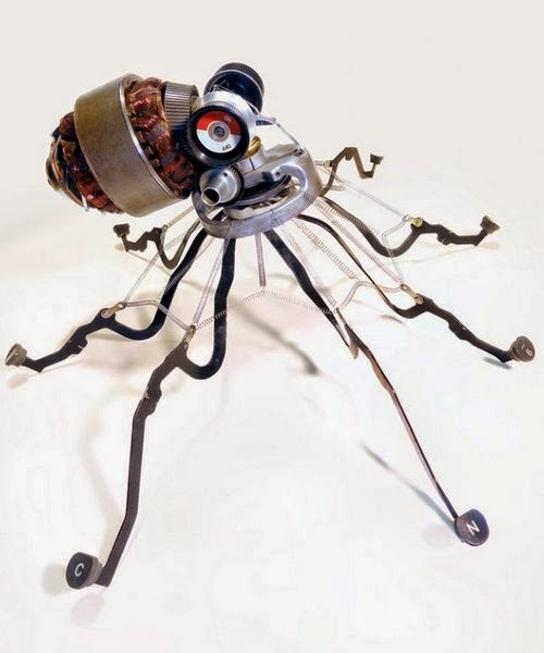 08-Jeremy Mayer-Typewriter-Robot-Sculptures-www-designstack-co