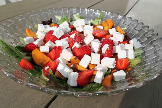 Sötpotatissallad med jordgubbar