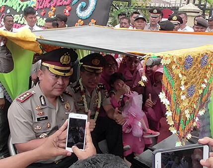 Parade becak bermotor hias di acara pusah sambut Kapokres Tanjung ngbakai.