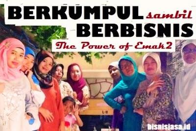 kumpul saat acara arisan PKK sambil ngobrolin soal bisnis