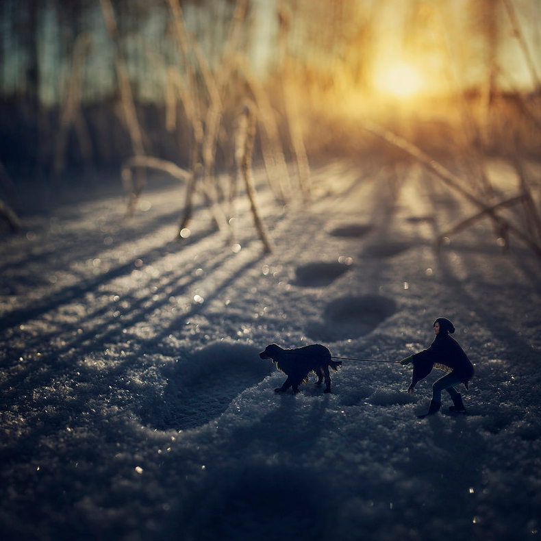 19-Finland-Zev-Hoover-zevhoo Surreal-Miniatures-Photo-Manipulations-www-designstack-co