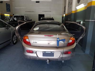 Chrysler Neón, sacabollos por granizo