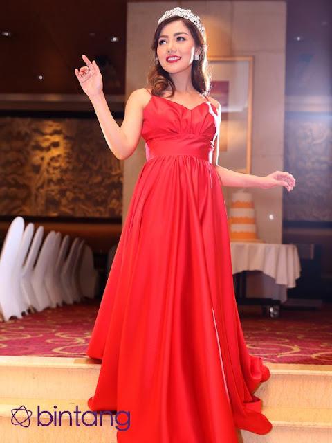 Cantiknya Bella Shopie Bergaun Merah