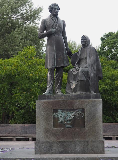 Псков, памятник Пушкину (Pskov, a monument to Pushkin)