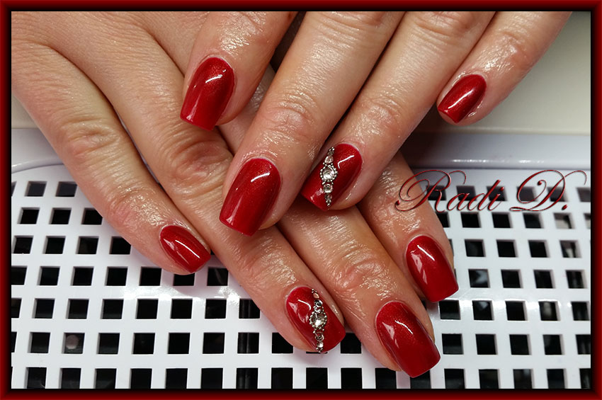It`s all about nails: Red nails with Minnie and Red nails with crystals