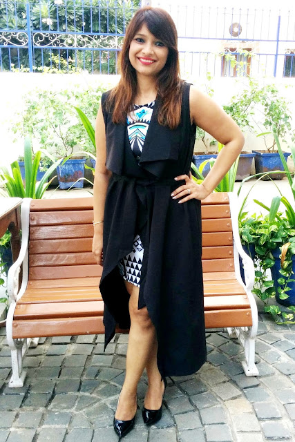 Asus-ZenFone-ZenLooks-Cover-Me-Up-Outfit-winter-mumbai-ootd-bodycon-dress-trench-coat-black-heels-Ritchstyles-Romwe