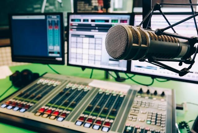 هاكرز يقومون باختراق محطة إذاعية بالمملكة المتحدة لبث مقاع فاحشة !