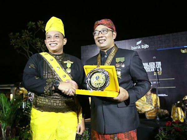 FSKN Anugerahi Ridwan Kamil sebagai Tokoh Budaya Nusantara