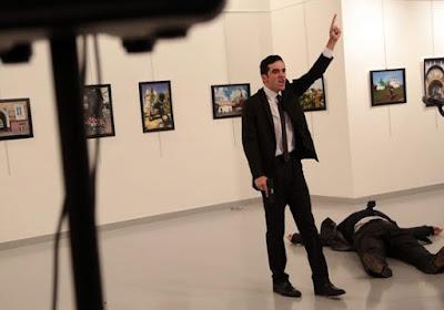 بالفيديو والصور .. لحظة اغتيال السفير الروسى بتركيا على الهواء مباشرة