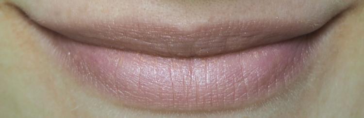 Couleur Caramel Lip Protector SPF 30 302 Beige Pink Tragebild