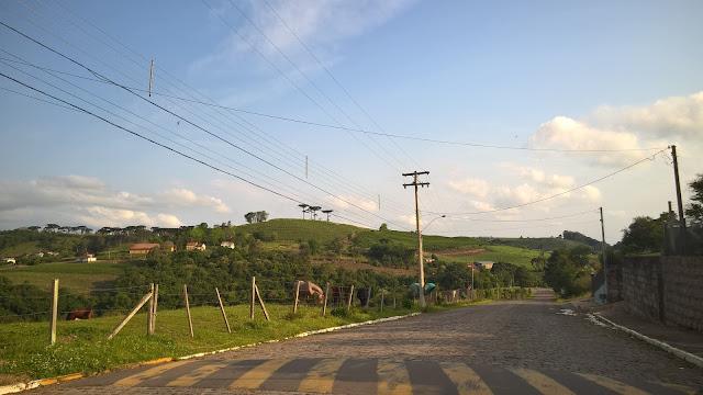 Rua de acesso a Pinto Bandeira
