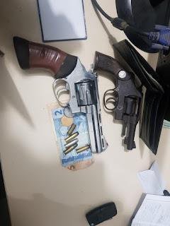 SAJ: CETO troca de tiros e prende três assaltantes em veículo roubado ; veja o vídeo