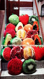 bantal motif buah