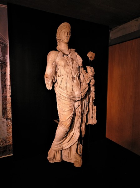Reconstrucción de la Diosa Fortuna encontrada en el Teatro Romano de Clunia