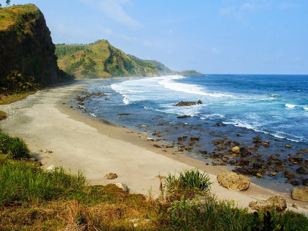 3 Pantai Tersembunyi di Jawa Tengah yang Wajib Banget ...