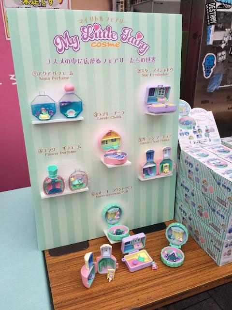 Stand da Re-ment para a venda das miniaturas My Little Fairy