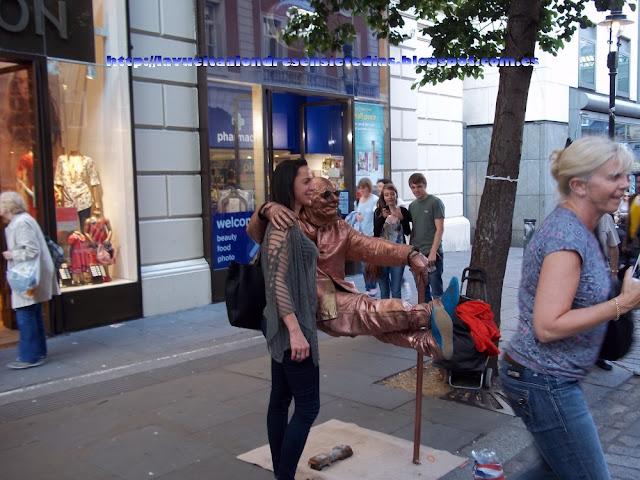 Actuación callejera en Neal Street.