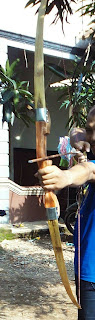 Busur Panah dengan motif Natural / Warna Kayu