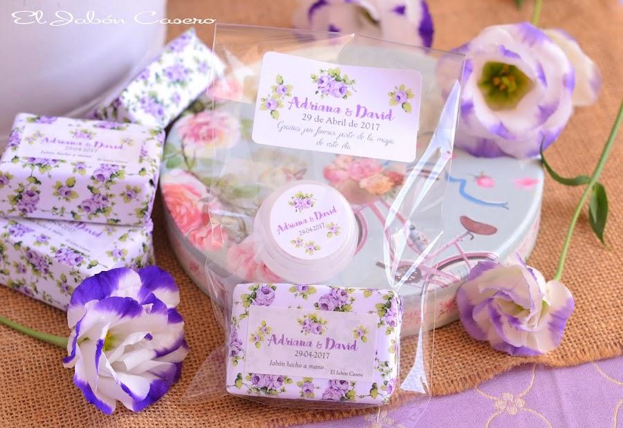 Detalles para bodas lotes personalizados de jabones y balsamos