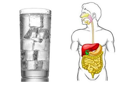 Bahaya Minum Air Dingin Saat Makan