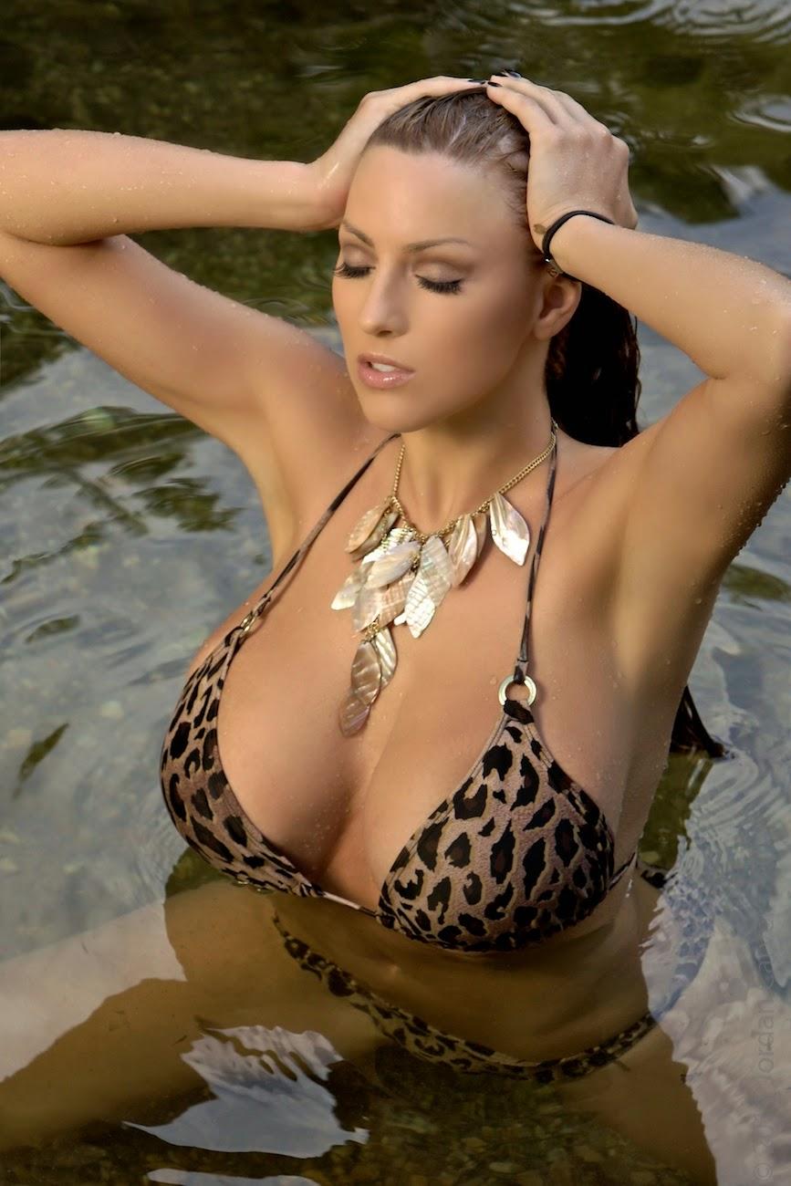 Jordan Carver Big Boobs Show Leopard Bra Tuscan Shower In -1207