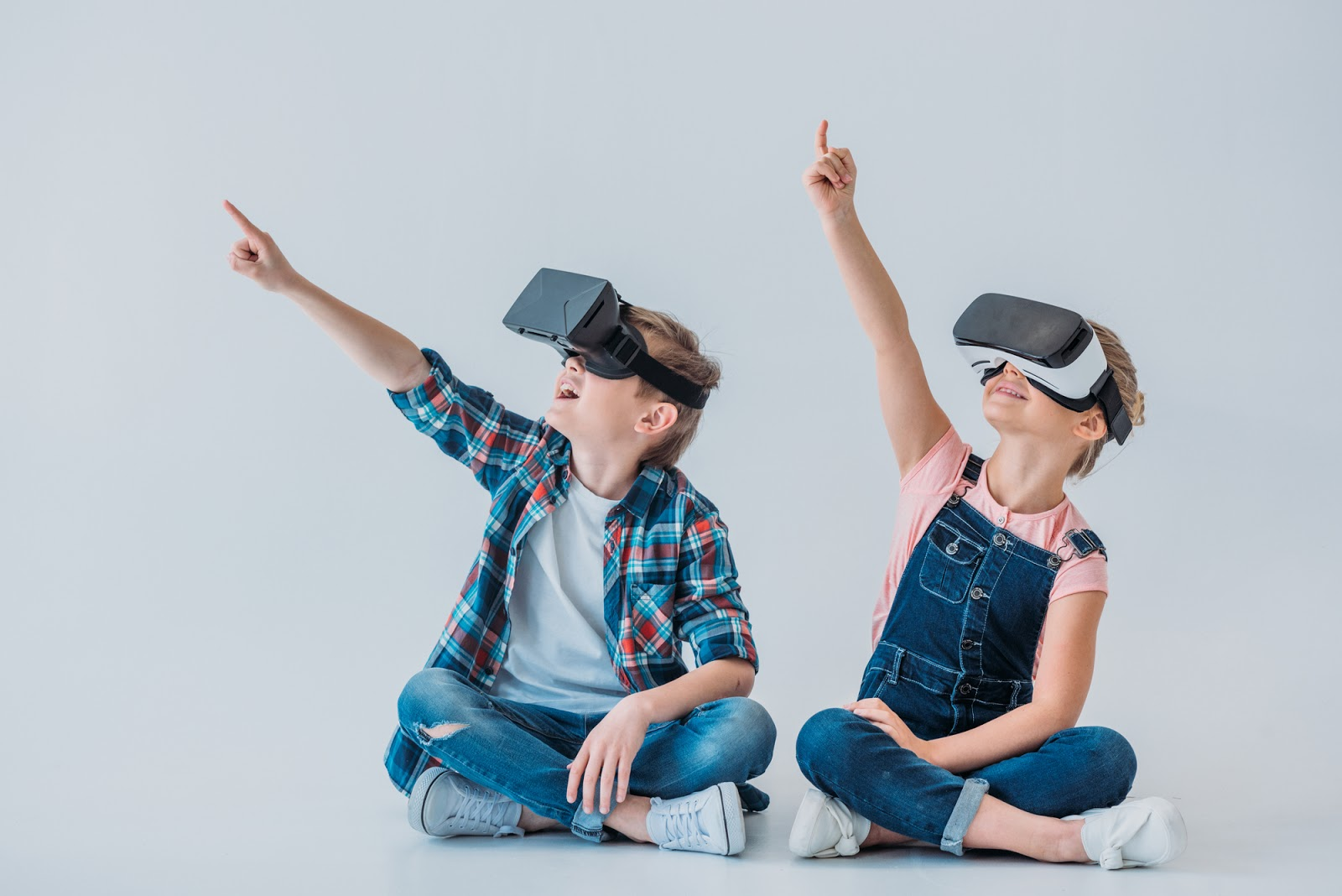 Title Image: 5 VR Headsets for the Classroom Giveaway