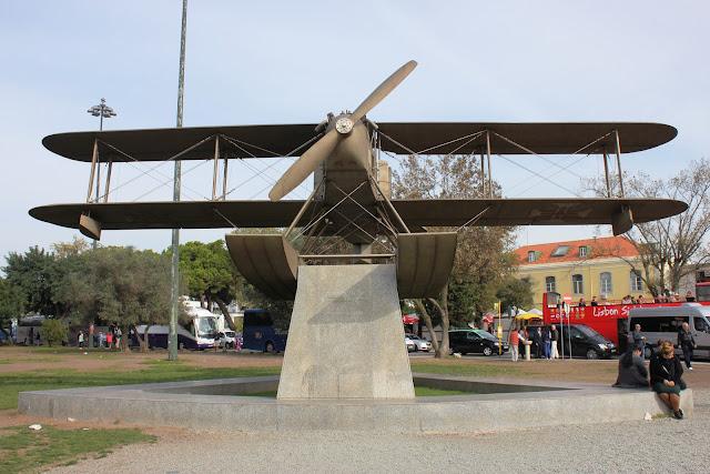 Pomnik samolotu w Belem